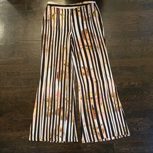Bisou Bisou Size M Wide Legged Pant. Never Worn